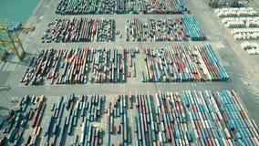 Tir aérien de grande cour de récipient de port Exportation, importation, concept de logistique vidéo 4K Photos stock