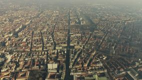Tir aérien de haute altitude de ville de Milan La Lombardie, Italie banque de vidéos