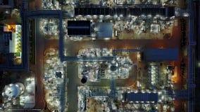 tir aérien de la nuit 4K d'industrie pétrolière  banque de vidéos