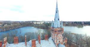 Tir aérien de manoir abandonné de Tyszkiewicz, un ancien manoir de Lentvaris, municipalité de secteur de Trakai, Lithuanie banque de vidéos