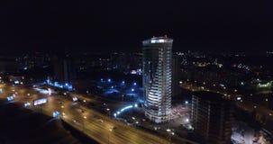 Tir aérien de nuit de la ville de Novosibirsk banque de vidéos