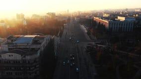 Tir aérien de rue de jument de Stefan cel au lever de soleil banque de vidéos