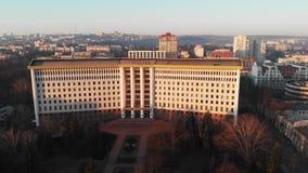 Tir aérien du bâtiment du parlement au lever de soleil clips vidéos