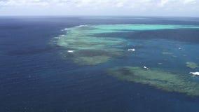 Tir aérien pris de l'hélicoptère de la Grande barrière de corail banque de vidéos