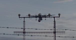 Tir aérien stupéfiant de l'atterrissage d'avion de propulseur banque de vidéos