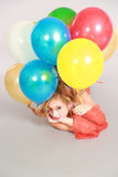 Tir coloré de fille de l'adolescence avec des ballons Image libre de droits