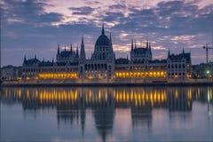 Tir crépusculaire d'aube du Parlement hongrois Photo stock