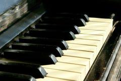 Tir cultivé d'un vieux piano photos stock