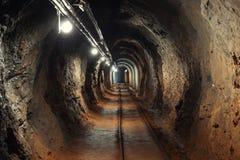 Tir d'angle de passage de mine souterraine Photos stock