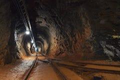Tir d'angle de passage de mine souterraine Photographie stock libre de droits