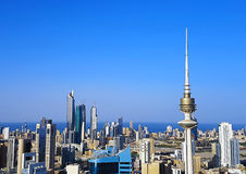 Tir d'antenne d'horizon de Kuwait City Photo stock