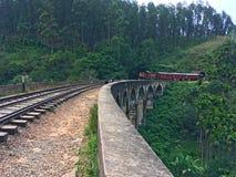 Tir d'un train sur neuf la voûte Brige Ella Town image libre de droits