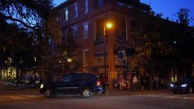 Tir de établissement extérieur de crépuscule de Savannah Bar Restaurant clips vidéos