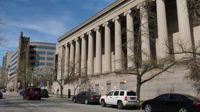 Tir de établissement extérieur de jour du bâtiment de gouvernement banque de vidéos
