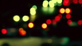 Tir De-focalisé par trafic de nuit banlieusards banque de vidéos