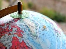 Tir de foyer de pays du Groenland macro sur la carte de globe pour des blogs de voyage, le media social, des bannières de site We photographie stock libre de droits