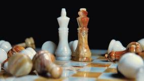 tir de glisseur Came de rotation Jeu d'échecs Confrontation des rois Tous les morceaux sont sur le conseil banque de vidéos