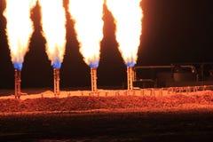Tir de nuit de plan rapproché de torchage de gaz de quadruple Photographie stock libre de droits