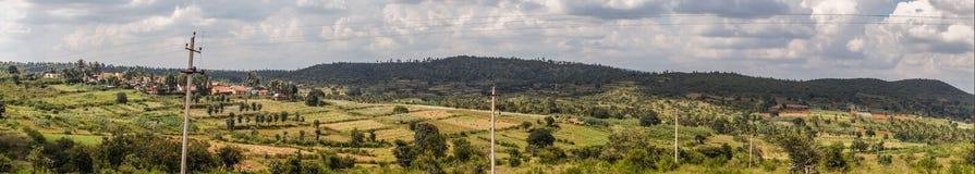 Tir de panorama de hameau de Kallahalli Kaval dans Karnataka central, Inde photographie stock