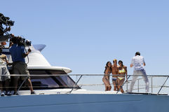 Tir de photo de maillot de bain sur un yacht Photo libre de droits