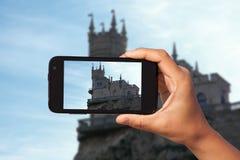 Tir de photo sur le smartphone Photos libres de droits
