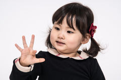Tir de portrait de studio du bébé asiatique de 3 ans - d'isolement Photo stock