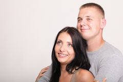 Tir de sourire de studio d'isolement par couples Photographie stock