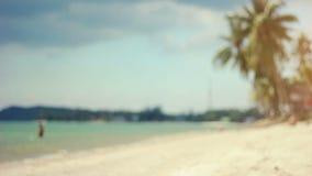 Tir Defocused de la plage tropicale banque de vidéos