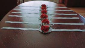 Tir du poignet de Rose Corsage For Female rouge mi clips vidéos