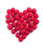 Tir en forme de coeur de framboises mûres fraîches macro Image libre de droits