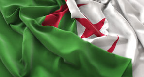 Tir en gros plan admirablement de ondulation hérissé par drapeau de l'Algérie macro photographie stock