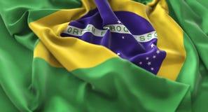 Tir en gros plan admirablement de ondulation hérissé par drapeau du Brésil macro photos stock