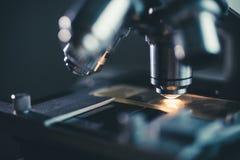 Tir en gros plan de microscope Photos stock