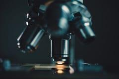 Tir en gros plan de microscope Images stock