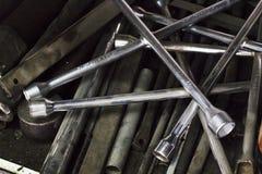 Tir en gros plan des conducteurs de vis de fixation dans l'atelier de réparations Photographie stock libre de droits