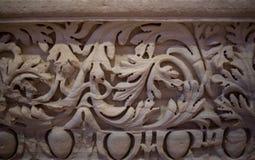 Tir en gros plan du détail fleuri magnifique sur les colonnes de la façade du sud de St Pauls Cathedral à Londres, R-U Photo stock