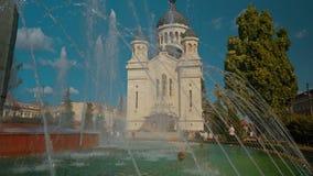 Tir en gros plan le Dormition de la cathédrale de Theotokos à Cluj Napoca, Roumanie banque de vidéos