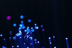 Tir haut étroit de fibres optiques abstraites bleues macro images libres de droits