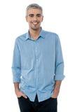 Tir occasionnel d'homme d'affaires mûr de sourire Images stock