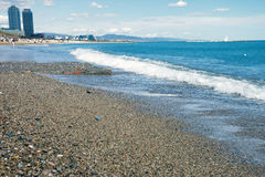 Tir panoramique d'horizon de plage de Barcelone Images stock