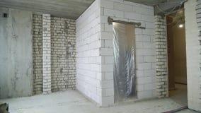 Tir panoramique de site intérieur de reconstruction banque de vidéos
