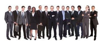 Tir panoramique des hommes d'affaires sûrs Images stock