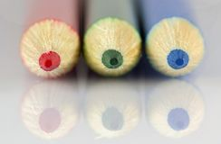 Tir vert-bleu rouge de macro de crayons photo stock
