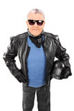 Tir vertical d'un aîné frais dans une veste en cuir Image stock