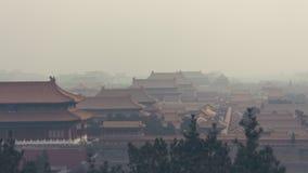 Tir vertical du Cité interdite dans Pékin Chine, sur un brumeux Photographie stock libre de droits