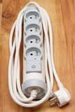 Tira da corrente elétrica com interruptor -fora no assoalho de madeira Imagens de Stock