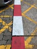 Tira de color en la acera Foto de archivo