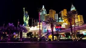 Tira de Las Vegas iluminada acima na noite imagem de stock