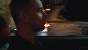 Tira de Las Vegas que conduce el tiro en la noche almacen de metraje de vídeo