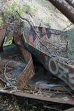 Tira de metal irregular rústica dos grafittis fotografia de stock